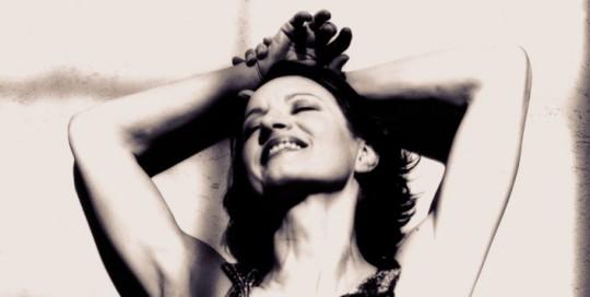 ROME OCTOBER 2002 - ACTRESS MADDALENA CRIPPA INDOSSA UN ABITO DA SERA  credits  clothes : Fendi , Hairstyle and make-up: Stefania Fabi  ROMA OTTOBRE 2002 - L' ATTRICE MADDALENA CRIPPA WEARING AN EVENING DRESS  crediti  Abiti : Fendi , Acconciatura e trucco: Stefania Fabi