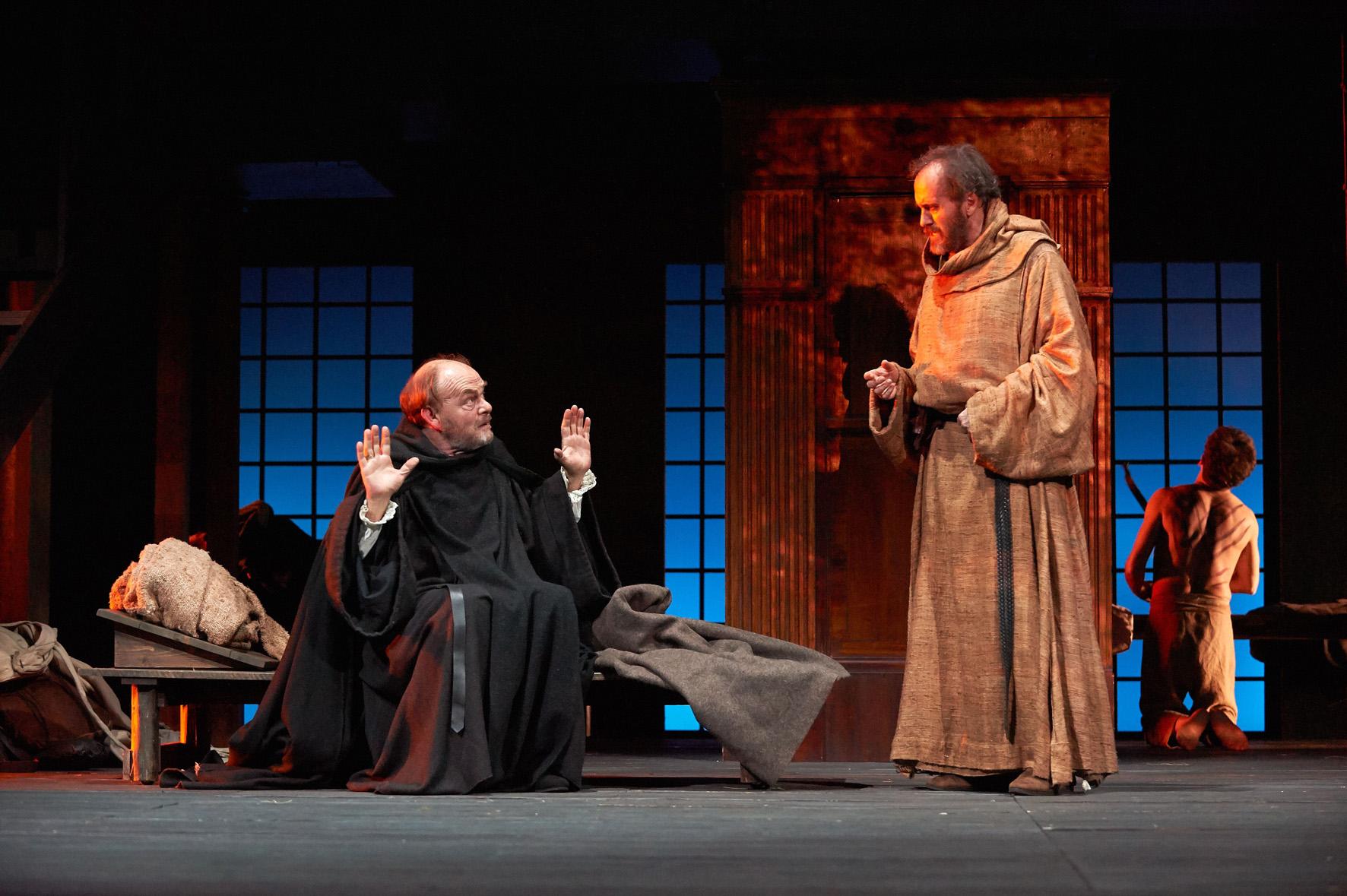 Prima assoluta al teatro carignano di torino de il nome for Rosa dei mobili torino